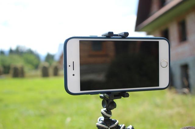 smartphone-on-tripod