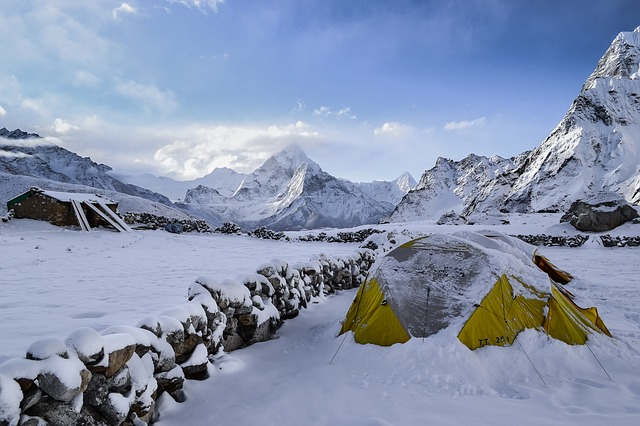 camping-in-snow